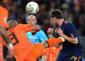 De Jong checks if his boot fits Alonso's chest. It does. Referee Webb agrees.