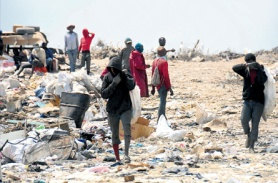 Daily labour at Riverton dump